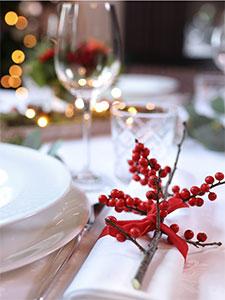 Tischdeko Weihnachtsblumen Rote Beeren